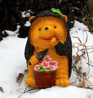 Ёжик с горшком цветов