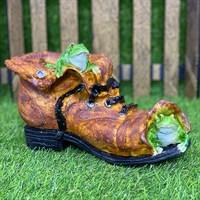 Кашпо ботинок с лягушками коричневый