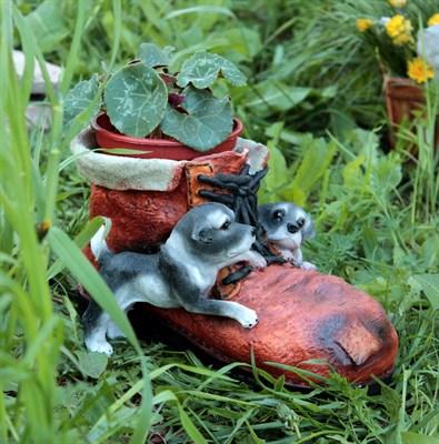 Кашпо ботинок с щенками - фото 4873